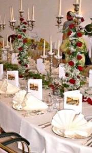 Servietten, Geschirr und Dekoration beim Cateringservice mieten